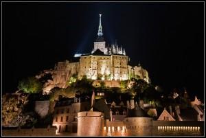 Le Mont St. Michel di notte